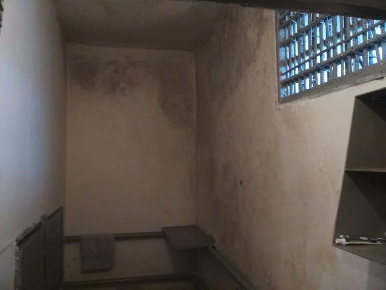 У колонії на Уманщині засуджених тримають в тісній коморі, а меддопомогу надають через решітку (ФОТО)