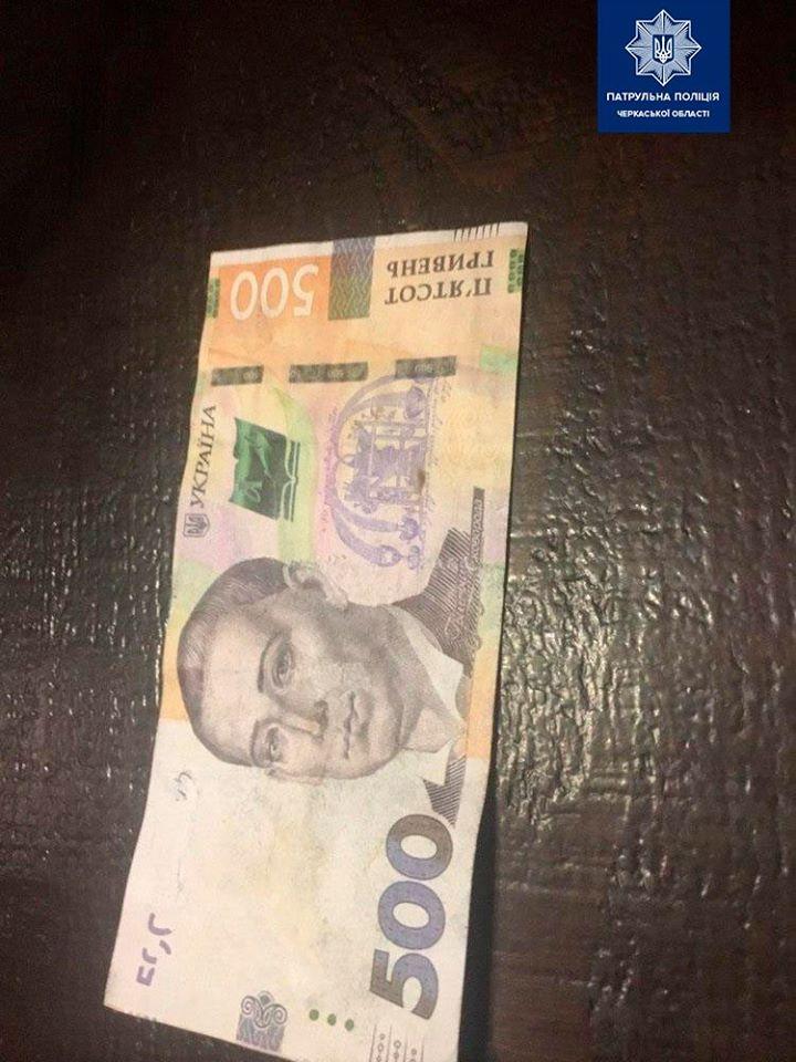 Шахраї в Черкасах знову розплатилися підробленими купюрами (ФОТО)