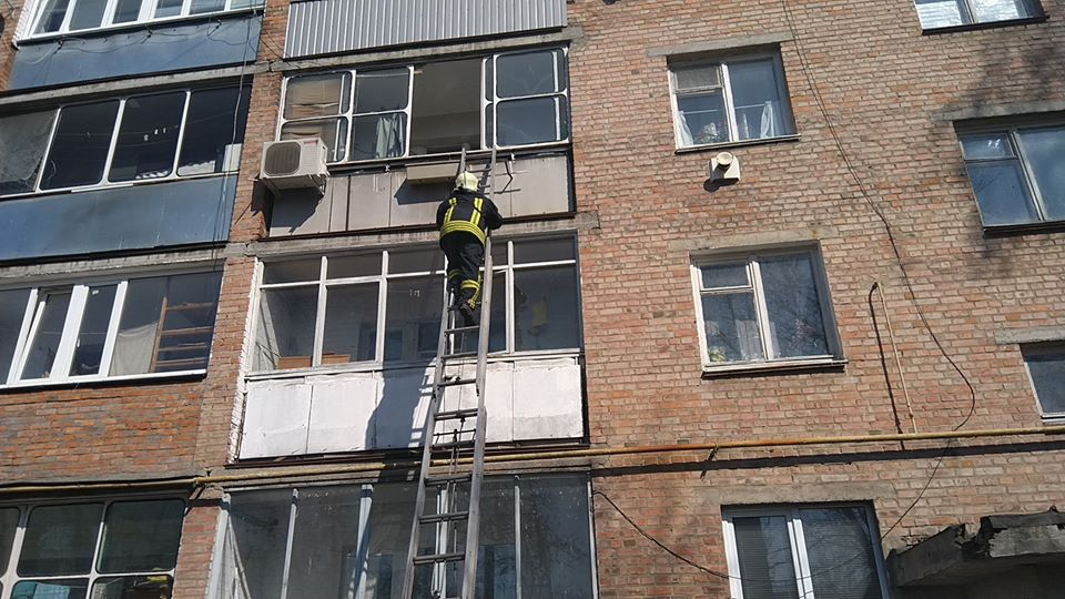У Золотоноші рятували жінку, що опинилася замкнутою в квартирі (ФОТО)