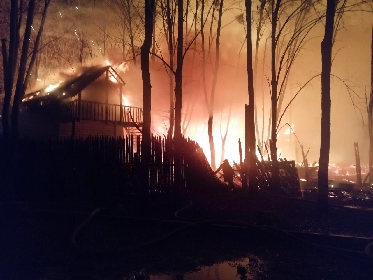 В Умані вночі згорів готель-ресторан (ФОТО, ВІДЕО)