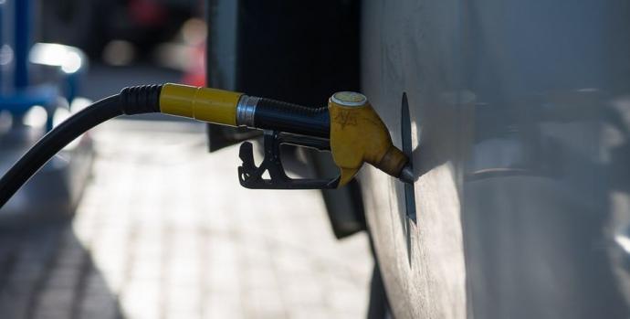 Мережі АЗС погодились знизити ціни на бензин