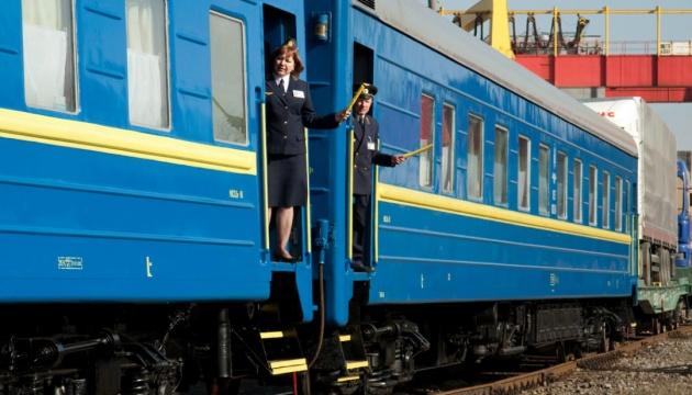 """""""Укрзалізниця"""" відкрила продаж квитків до Західної України"""