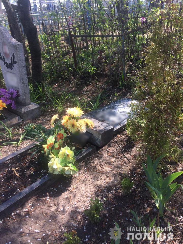 На Черкащині підлітки понівечили 15 могил на кладовищі, бо хотіли перевірити свою силу