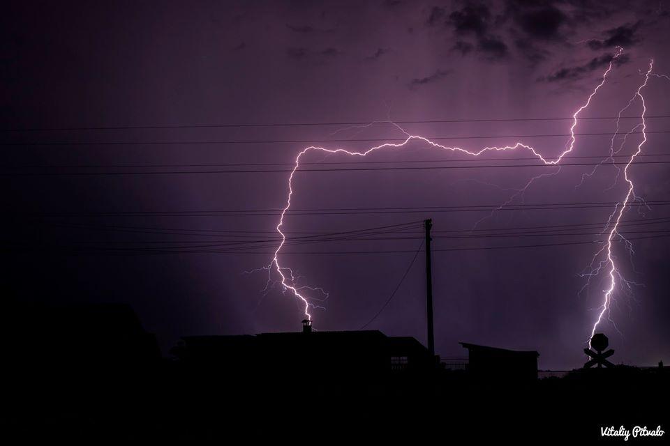 На Черкащині негода знеструмлювала населені пункти та валила дерева (ФОТО)