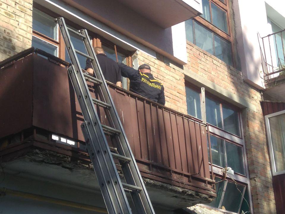"""На Черкащині рятувальники допомогли чоловіку, до якого не могла потрапити """"швидка"""""""