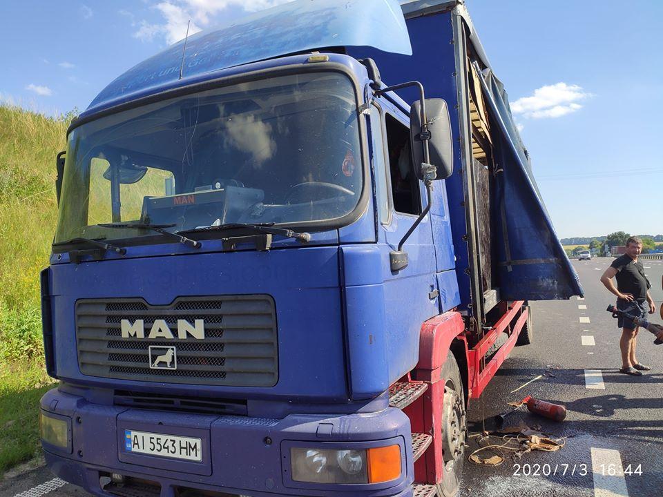 На Жашківщині рятувальники ліквідовували пожежу вантажівки (ФОТО)