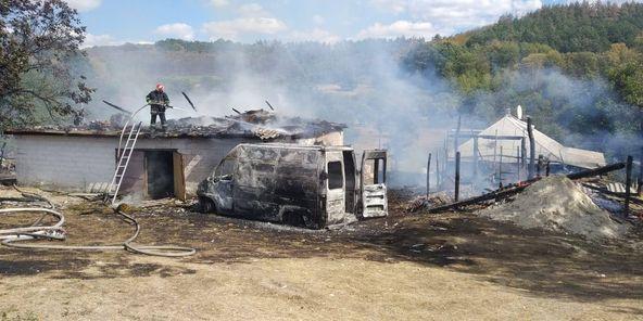 На Смілянщині вщент згорів автомобіль (ФОТО)