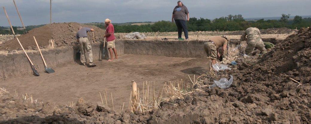 У селі на Черкащині розкопали старовинне поселення та могильник (ВІДЕО)