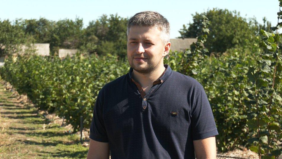 На Черкащині садівник вирощує 40 сортів фундука з різних місць світу (ФОТО)