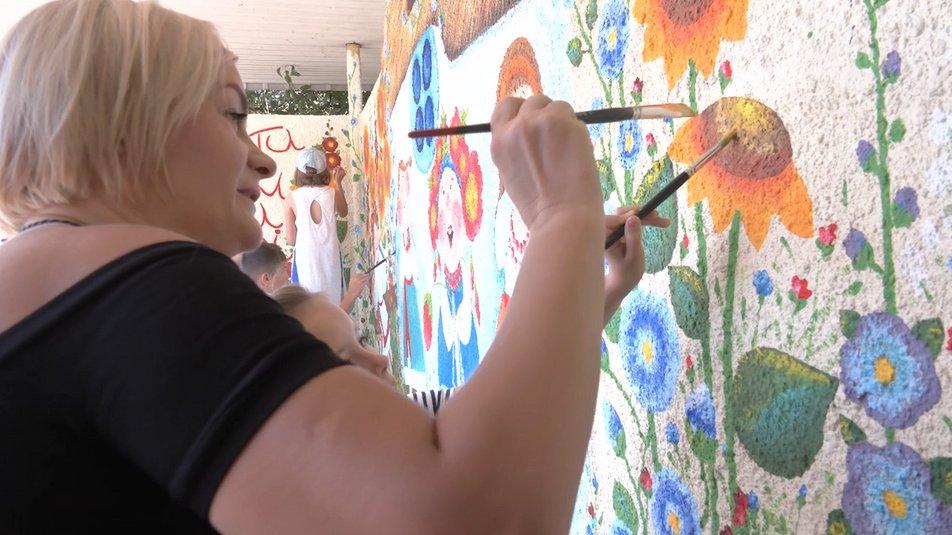 Маленькі художники прикрасили зупинки в Червоній Слободі (ФОТО, ВІДЕО)