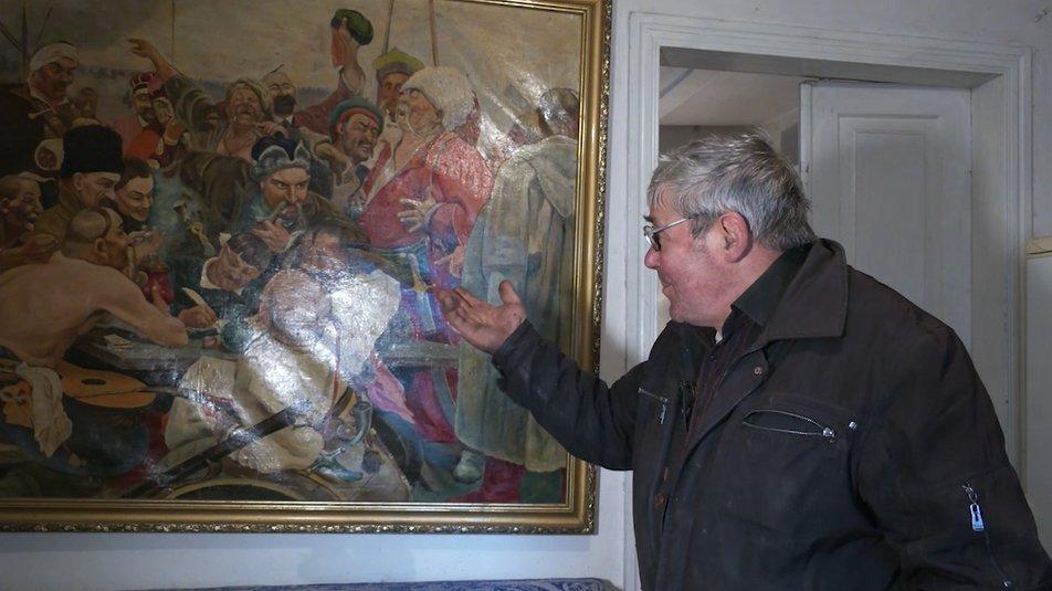 На Черкащині чоловік влаштував виставку картин у себе у дворі