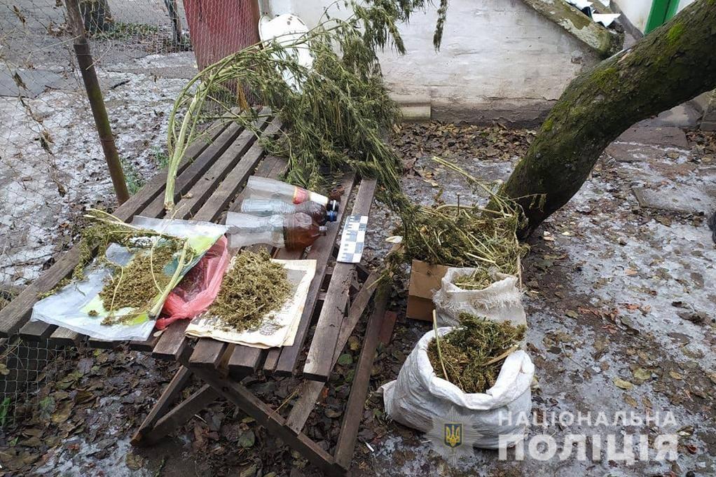Купив будинок із наркотиками: на Уманщині викрили чоловіка, який зберігав майже 5 кг речовини