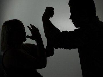 Домашнє насильство чоловік відпрацює на громадських роботах