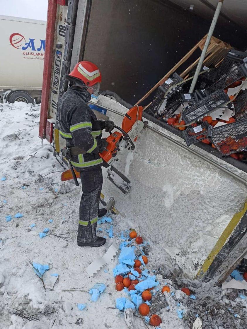 На Жашківщині вантажівка з фруктами потрапила в ДТП