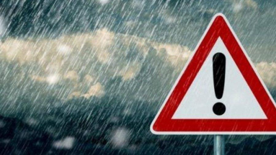 Мокрий сніг і хуртовини: українців попереджують про ускладнення погодних умов