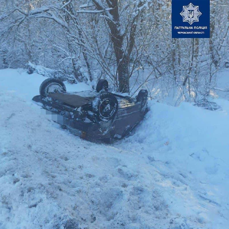 На Черкащині перекинувся автомобіль, яким керував нетверезий водій