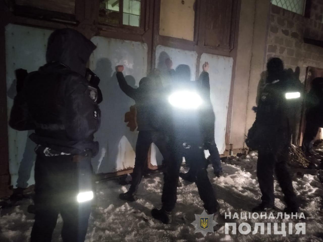 Понад 10 озброєних чоловіків хотіли пограбувати одне з товариств області