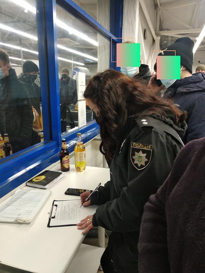 У Золотоноші двоє неповнолітніх підробили паспорти у фотошопі, щоб купити цигарки