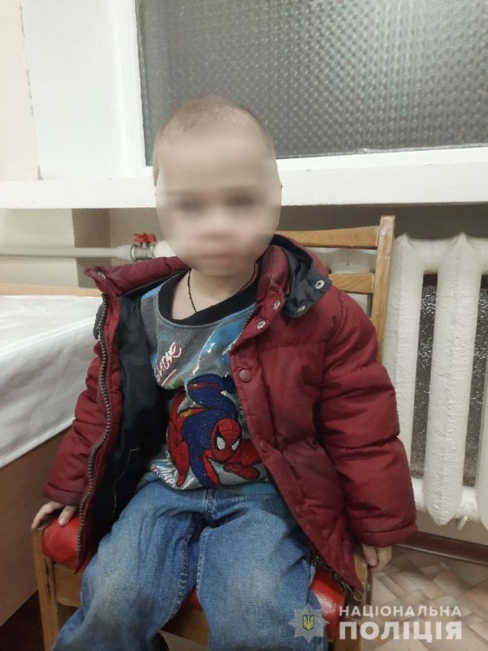 """Мати пиячила, вдома антисанітарія: в Черкасах трирічного хлопчика передали в """"Теплий дім"""""""