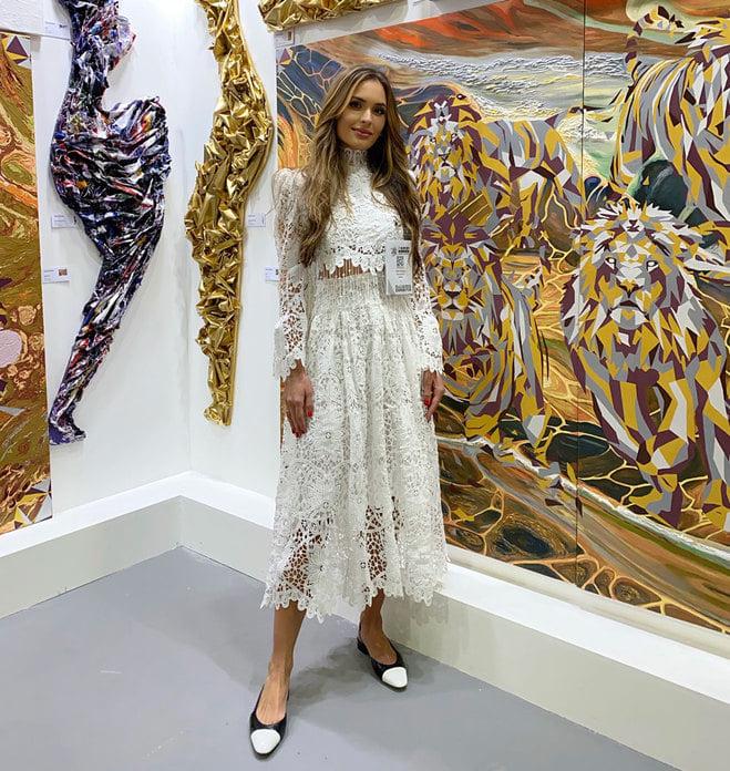 Черкащанка бере участь у міжнародній арт-виставці в ОАЕ (ФОТО)