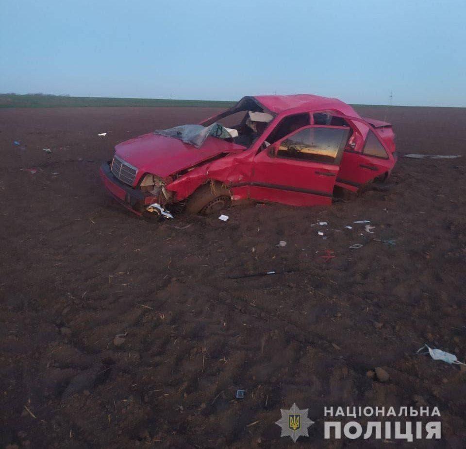 Поліція розшукує водія, який покинув автівку та постраждалу на місці ДТП