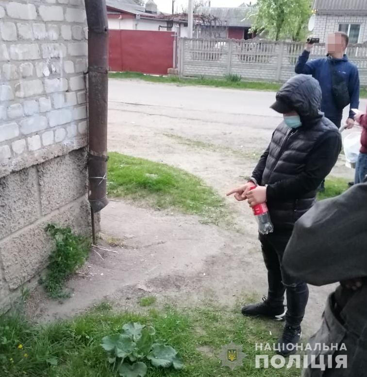 Черкащанину, який розкладав наркотики в іншій області, повідомили про підозру