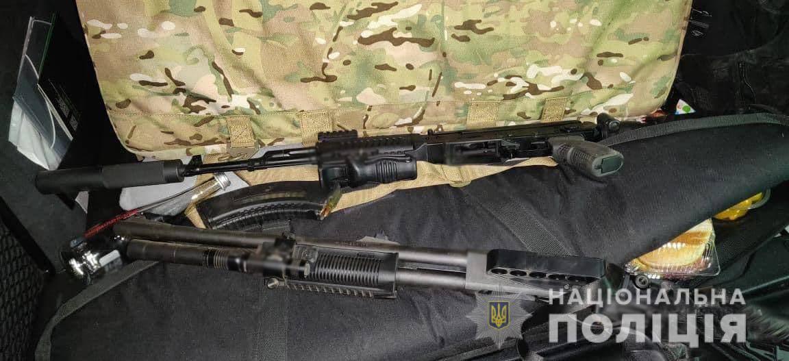 Особі, яка зі зброєю намагалась зібрати урожай на Городищині, повідомили про підозру