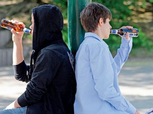 На Черкащині підлітки отруїлись самогоном