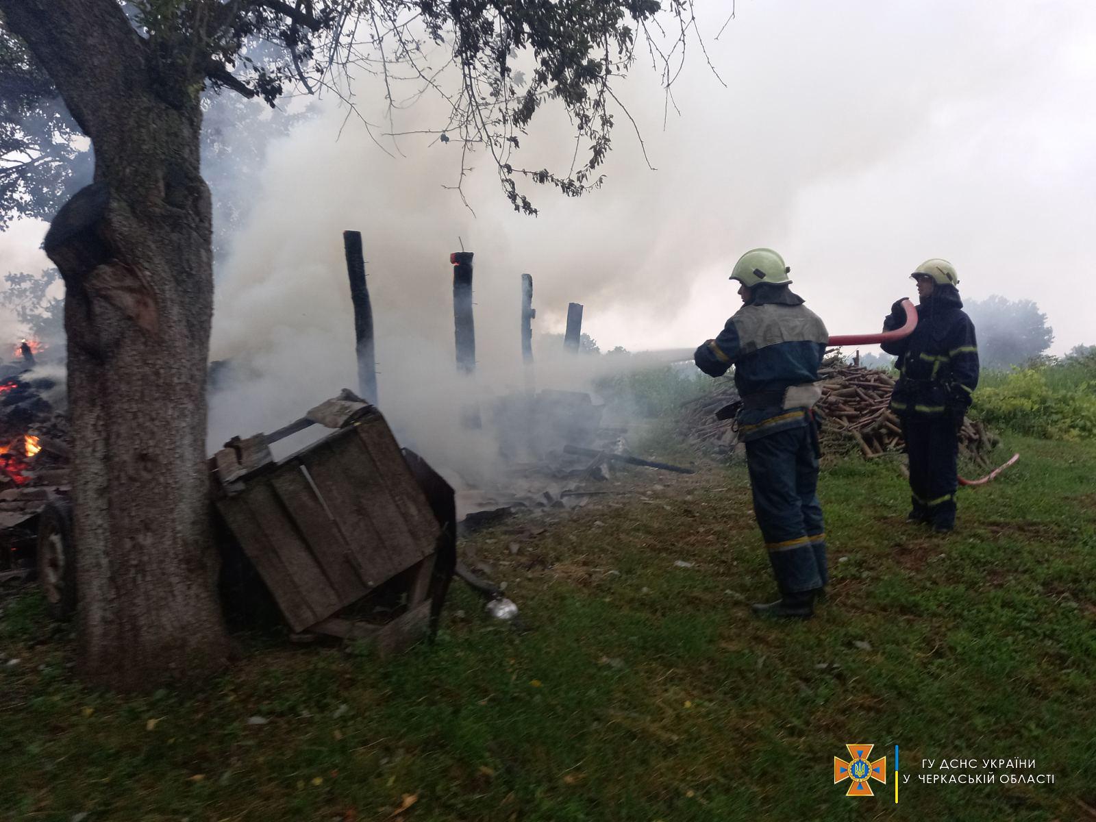 Через блискавку на Черкащині стались дві пожежі