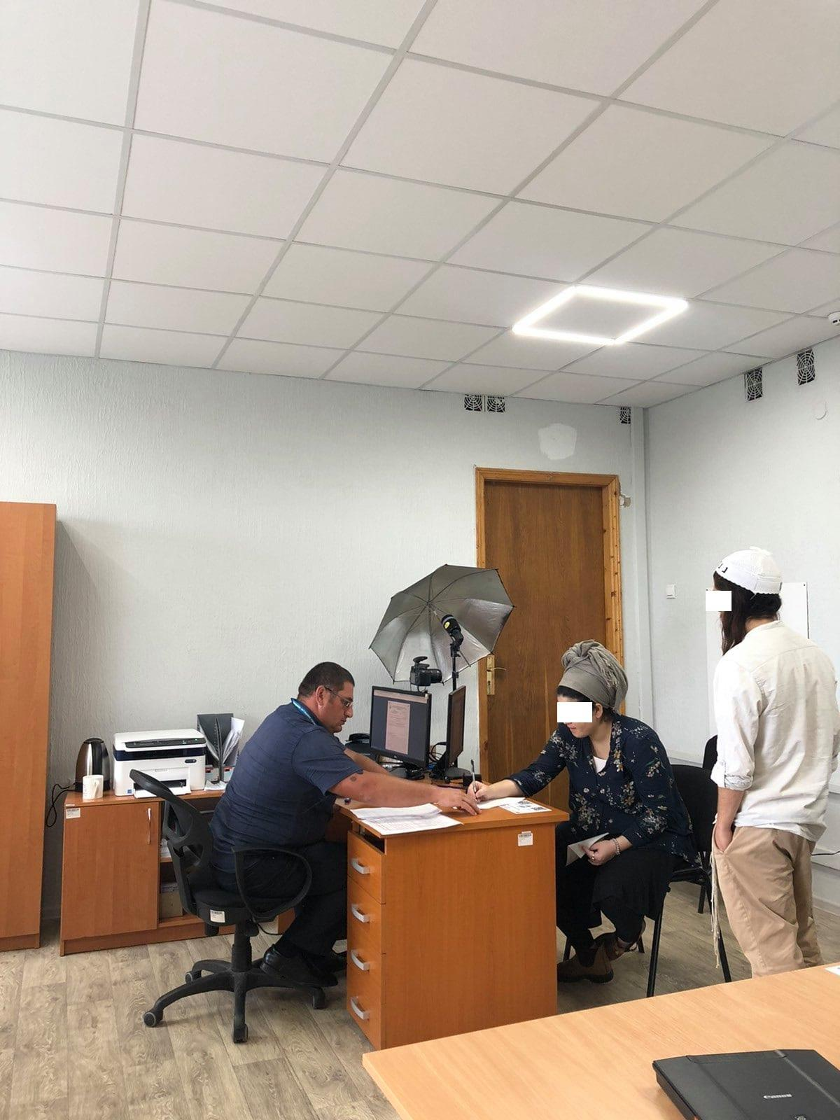 Порушила терміни перебування: іноземка примусово покине Україну
